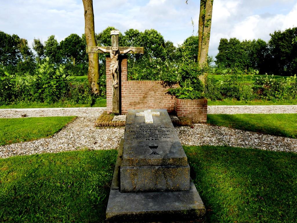Kerkhof Roodhuis (1)