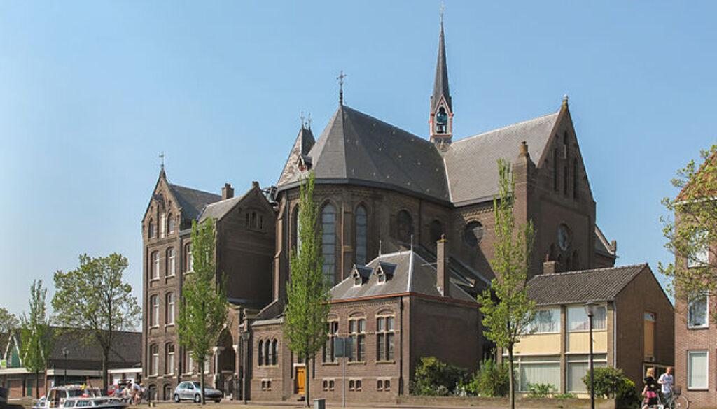 Sint Martinuskerk achterzijde 2011 04 24 _ bron Michel Verbeek