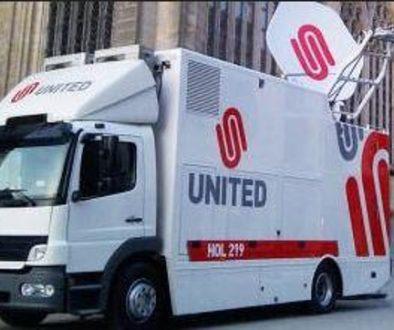Pastoor Van der Weide zegent geluidswagen in