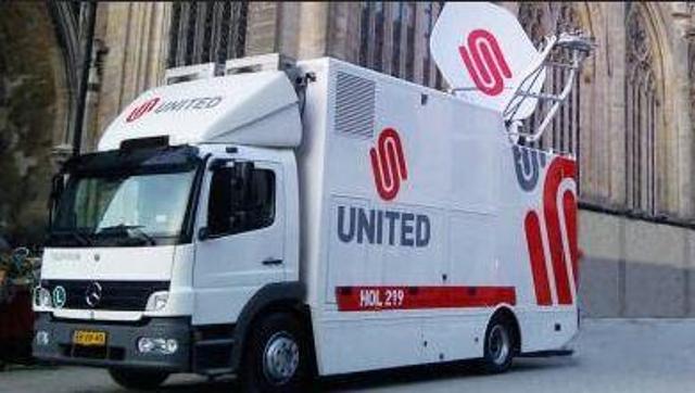 Video inzegening nieuwe geluidswagen door pastoor Van der Weide