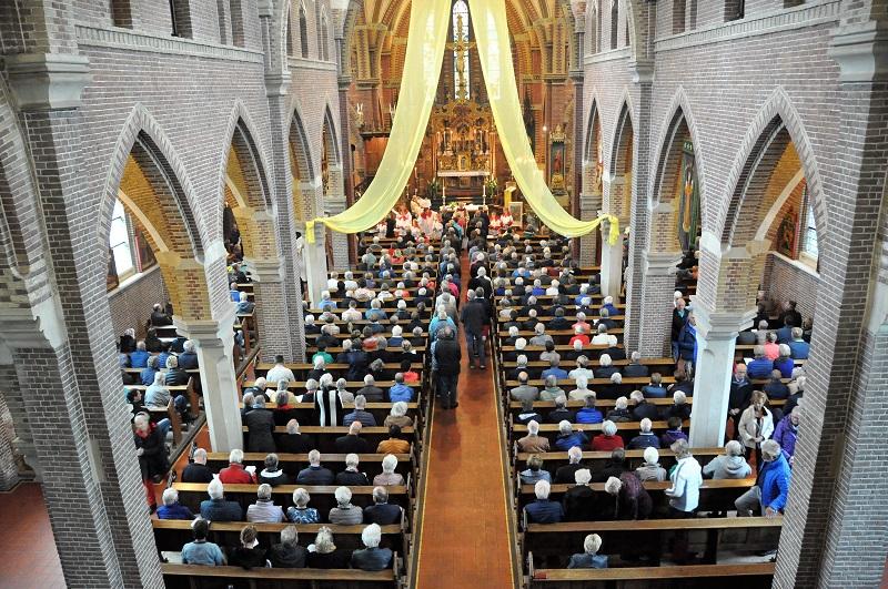 500 Bezoekers bij opening Jubileum Jaar '150 jaar Sint Vituskerk en kerkhof' in Blauwhuis