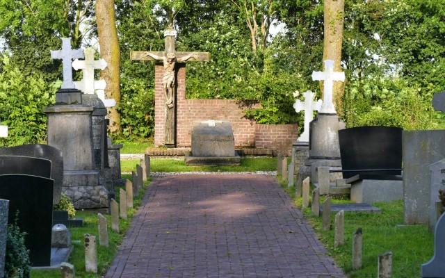 Begraafplaats RK kerk Roodhuis
